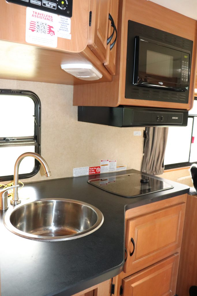 photos inside the Cruise America RV c30 USA RV rental prices