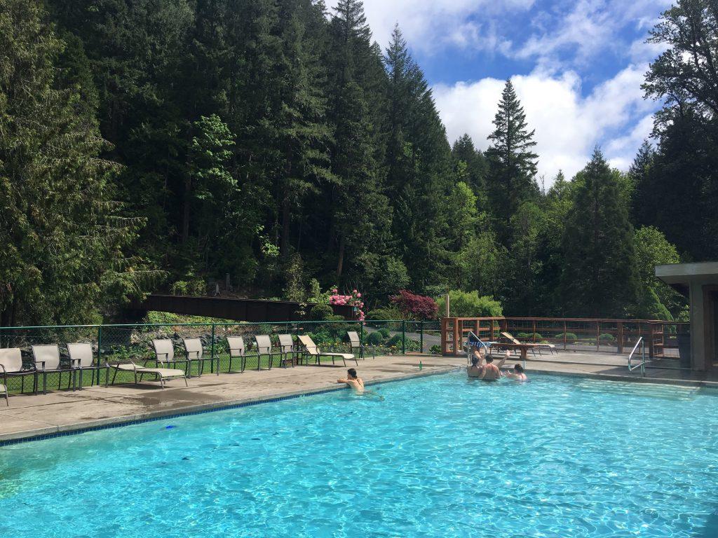 Belknap Hot Springs Lodge oregon road trip
