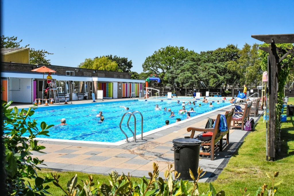 camping lincolnshire pool